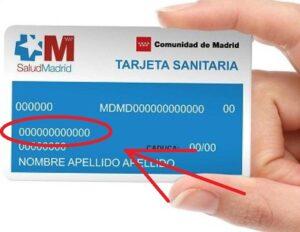 ¿Dónde aparece el número de la seguridad social en la tarjeta sanitaria?